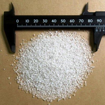 黒曜石パーライト4号(粒度:1.5-0.5mm)